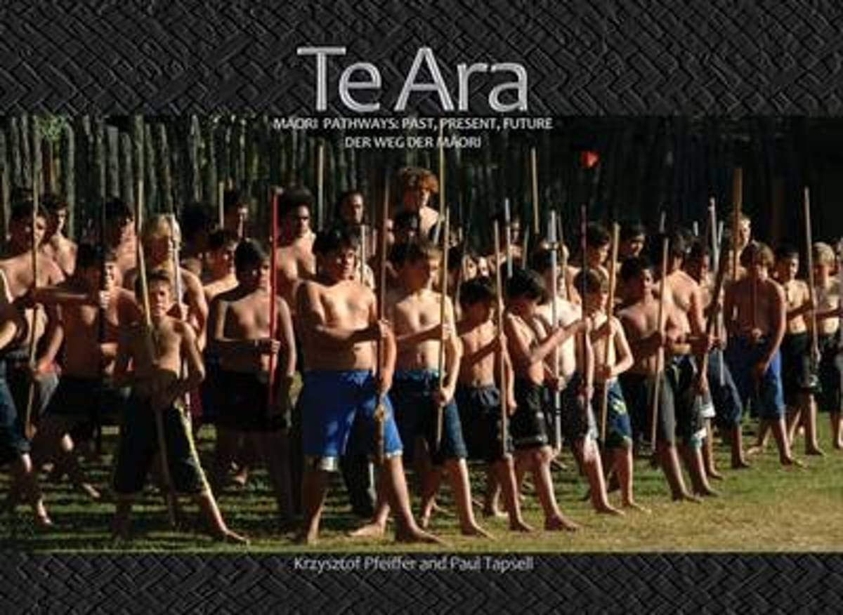 Te ARA (Maori, English, German Edition)