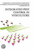 Integrated pest control viticulture